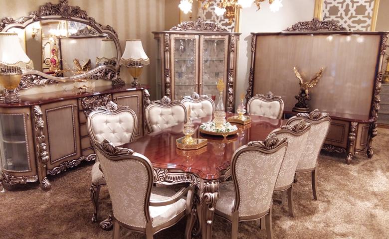 Klasik oymalı yemek odası