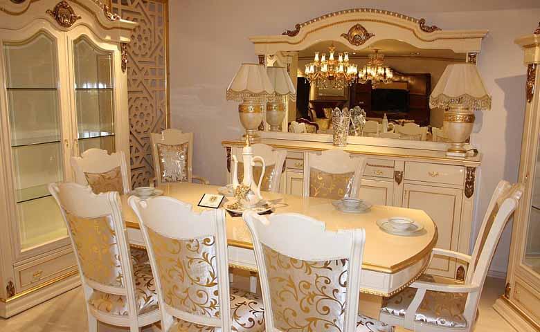 Beyaz desenli klasik yemek odası