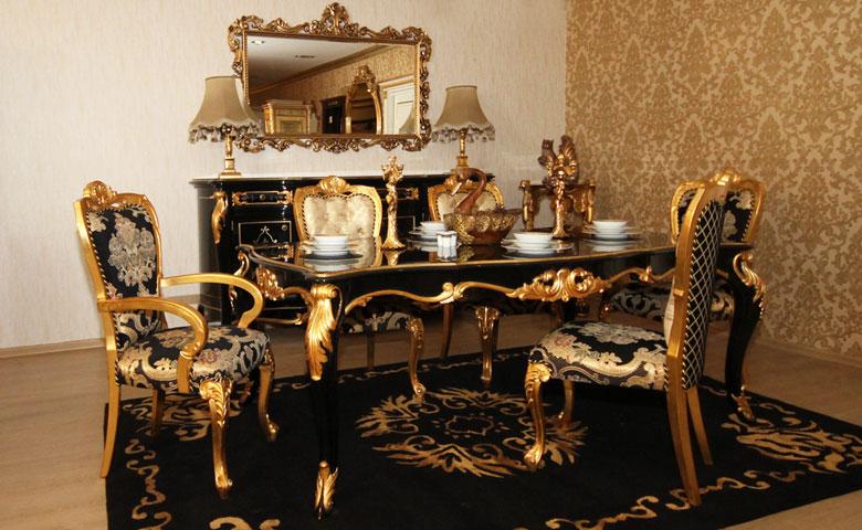 Altın varaklı yemek odası
