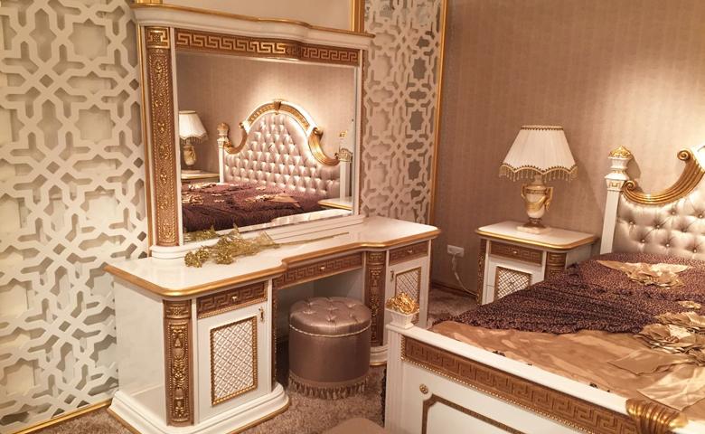 klasik yatak odası makyaj masası
