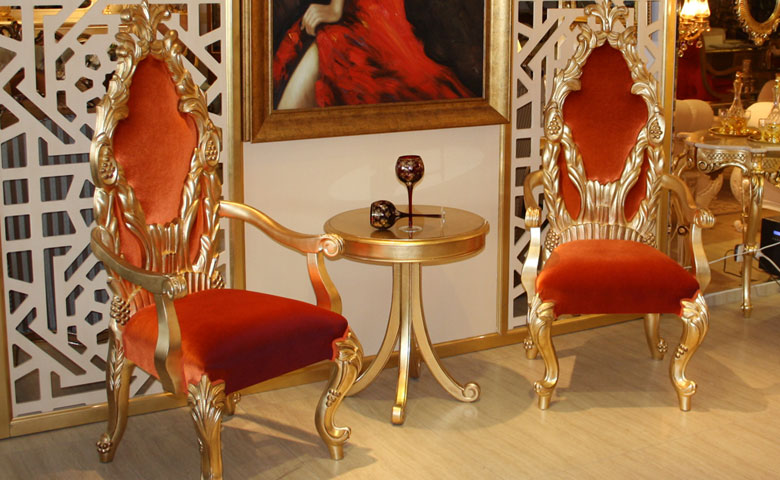altın varaklı sandalye