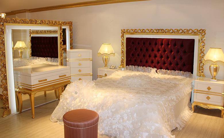 Klasik oymalı klasik yatak odası